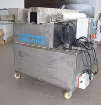 Machine for cleaning of conveyor chains
